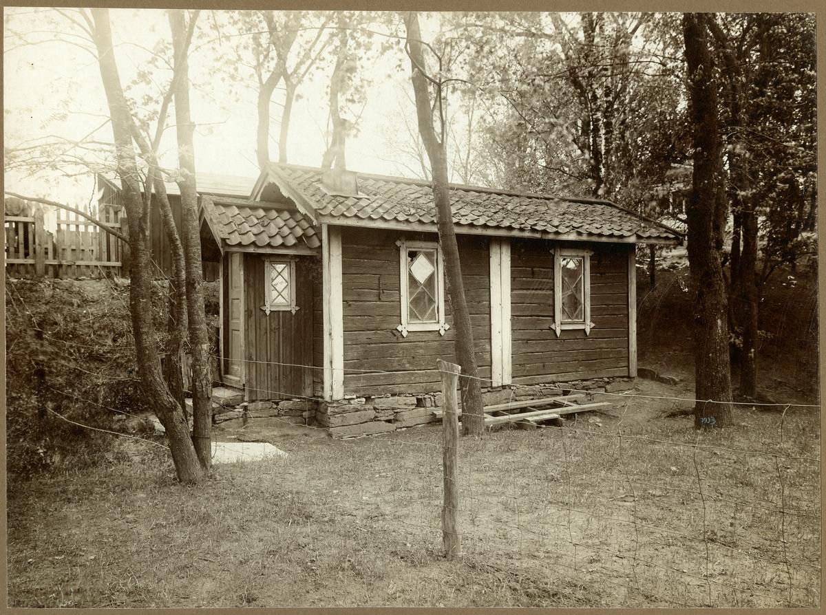 Herrljunga station öppnad 1863. Först byggdes ett litet stationshus som användes 1862 -1864. Nytt stationshus byggt 1864. Gamla stationshus.