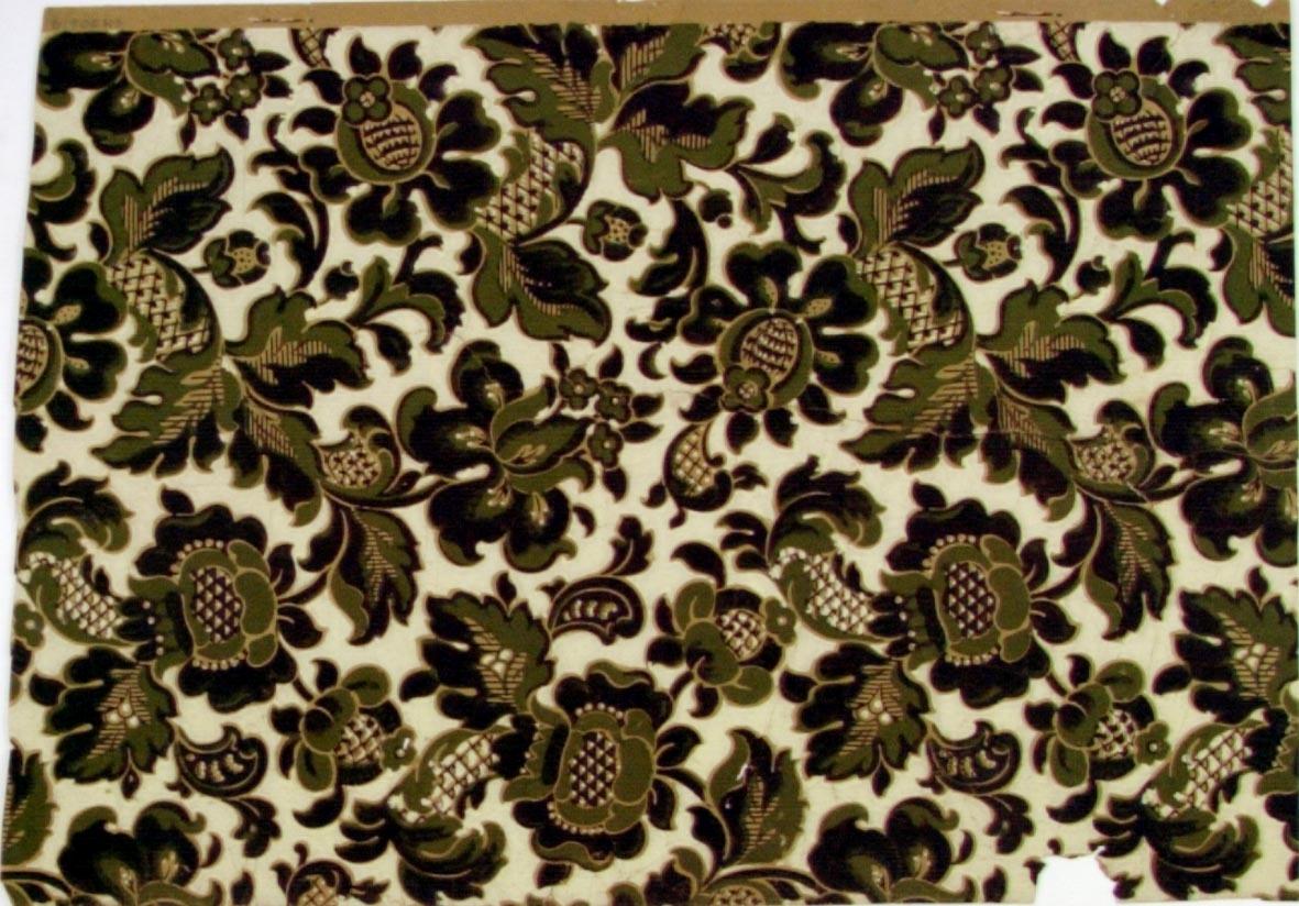 Fantasifulla blommor dekorerade med rut-/randmönster i brunt och olivgrönt på en cremefärgad bakgrund. Beigegult genomfärgat papper.