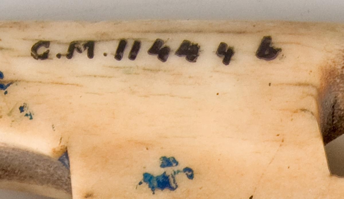Ett par selknän, bogskott, av älghorn, med ornering.