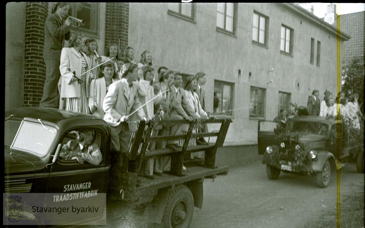 17. mai.Bil fra Stavanger Traadstiftefabrik