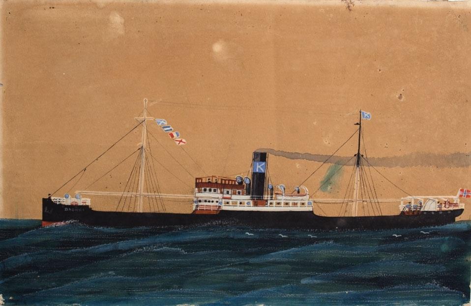 Skipsportrett av dampskipet DAGNY I under fart i åpen sjø. Norsk flagg akter.