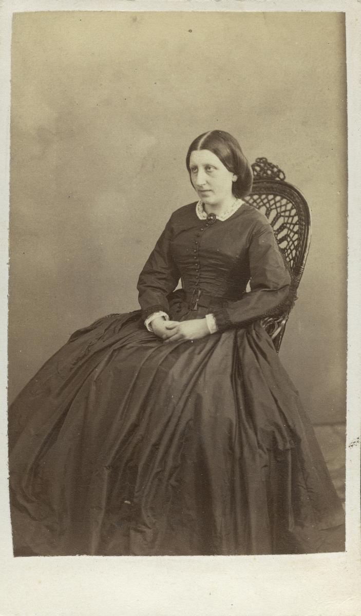 Fru Hultgren.