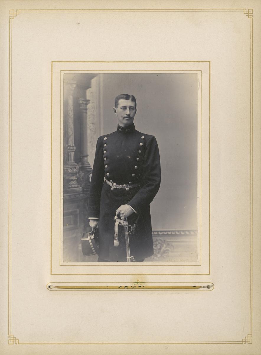 Porträtt av Thorsten Ivar Leijonhielm, löjtnant vid Värmlands regemente I 22.  Se även bild AMA.0007836.