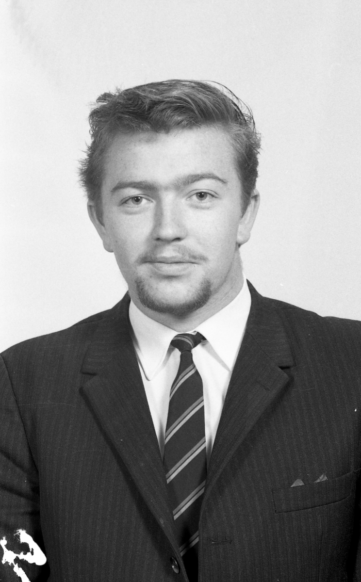 Portrett. Stuertelevene og lærere 1970-71. Bestilt av Haugesund kokk- og stuertskole