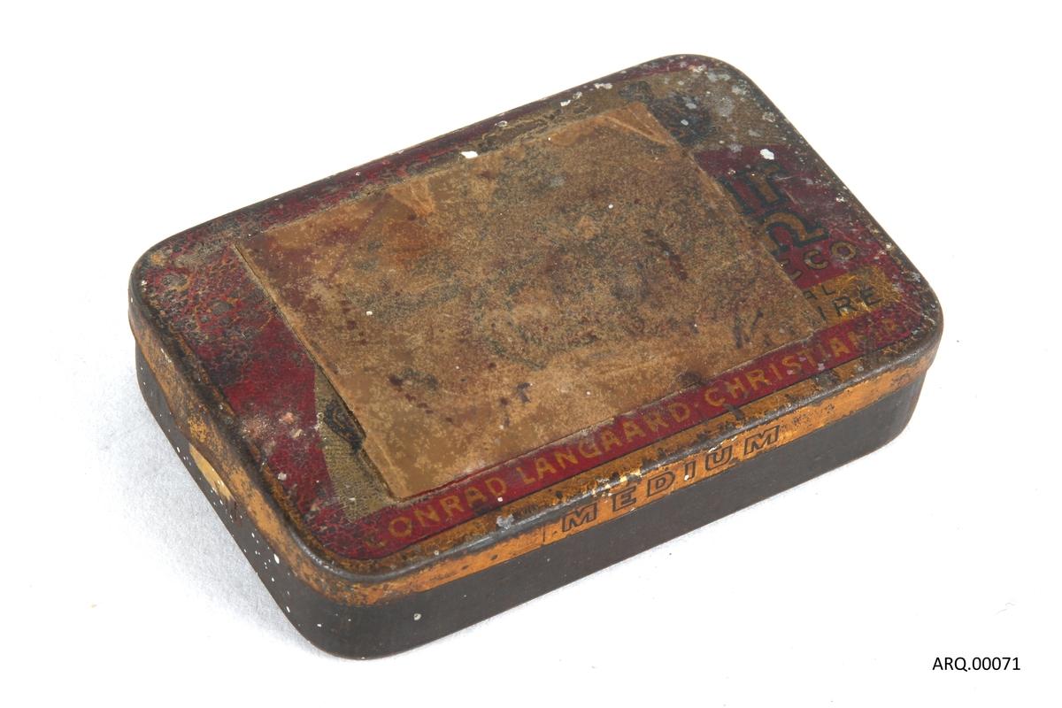 Tobakksboks fra Conrad Langaard.