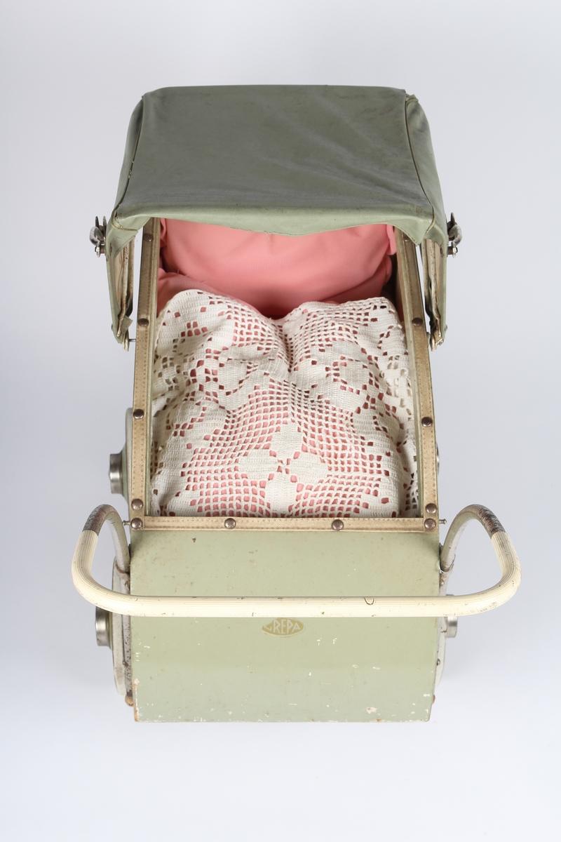 Dukkevogn med sengetøy og dukke