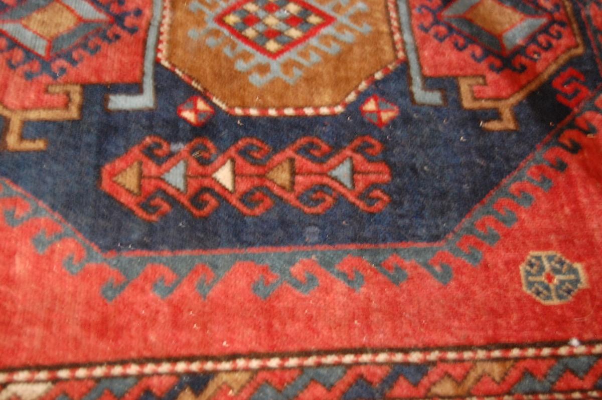 Old Kazak (Russland). Åttekantet mønster langs midten, bred kantbord.