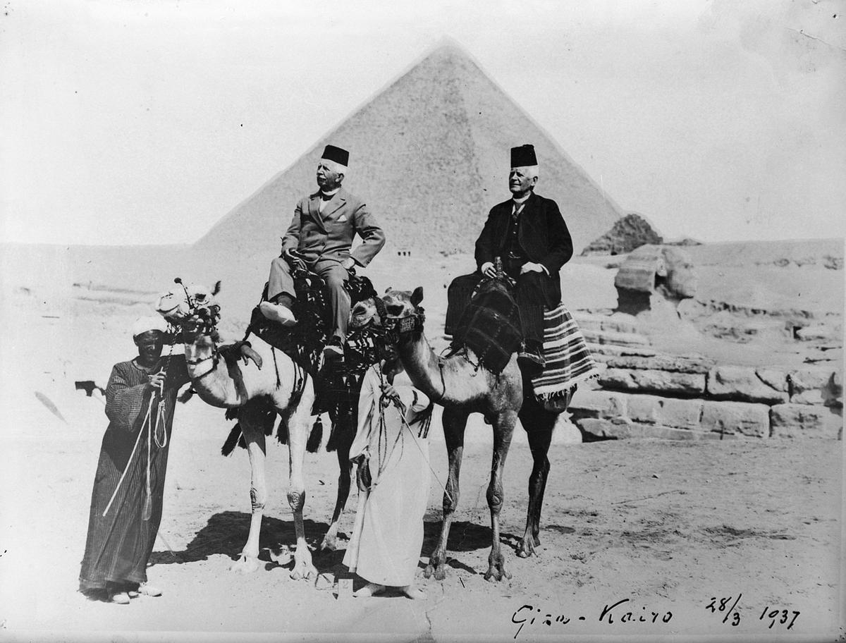 Bryggerieier Harald Jenssen og bror oberst Jenssen i Kairo i 1937
