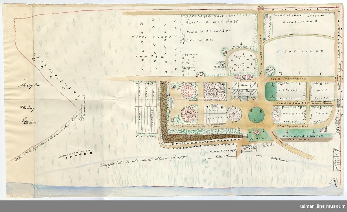 KLM 45912:2 Teckning, av papper. Trädgårdsritning, kolorerad. Tecknad och färglagd kopia som visar Britthelliska/Krusenstiernska trädgården. Skiss över den första Krusenstiernska trädgården i Kalmar, vilken låg på samma plats som före detta Britthelliska trädgården. Trädgården låg där Stadsparken kom att anläggas. På baksidan finns teckenförklaring (Tecknens betydelse) samt tillkomsthistorik. Originalteckningen är gjord av Hilda Sofia Jegersköld, fosterdotter hos Louise von Krusenstierna åren 1865-1870, med inv nr KLM 45912:1. Kopian är utförd å Kalmar Lantmäterikontor 1938 av Anna Marie Witte.