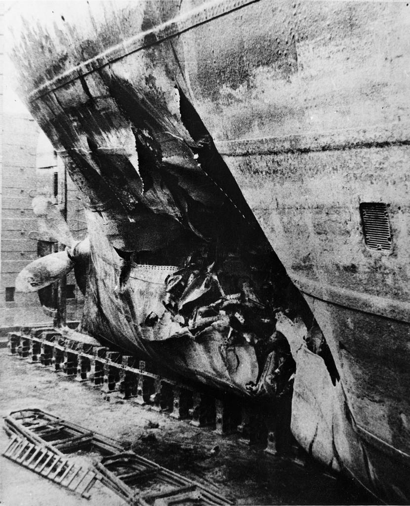 Motivet viser detalj av skorget til MT SPINANGER (bygget i 1927) mens skipet lå i tørrdok i Glasgow. Skipet ble torpedert 15. januar 1945 av tysk U1172 og truffet i maskinrommet.