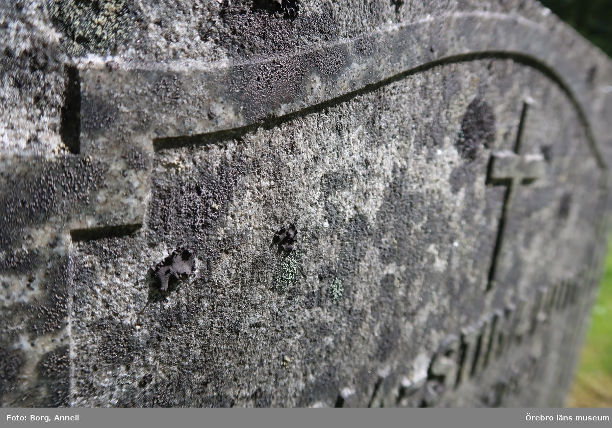Fotoprotokoll  Acc. Nr. OLM-2019-400_1-45 Örebro läns museums diarienummer: 2016.230.125 Fotograf: Anneli Borg  Objekt: Ramsbergs nya kyrkogård Kommun: Lindesbergs kommun Län: Örebro År: 2019  Motiv:  1-45Ramsbergs nya kyrkogård, gravvårdar