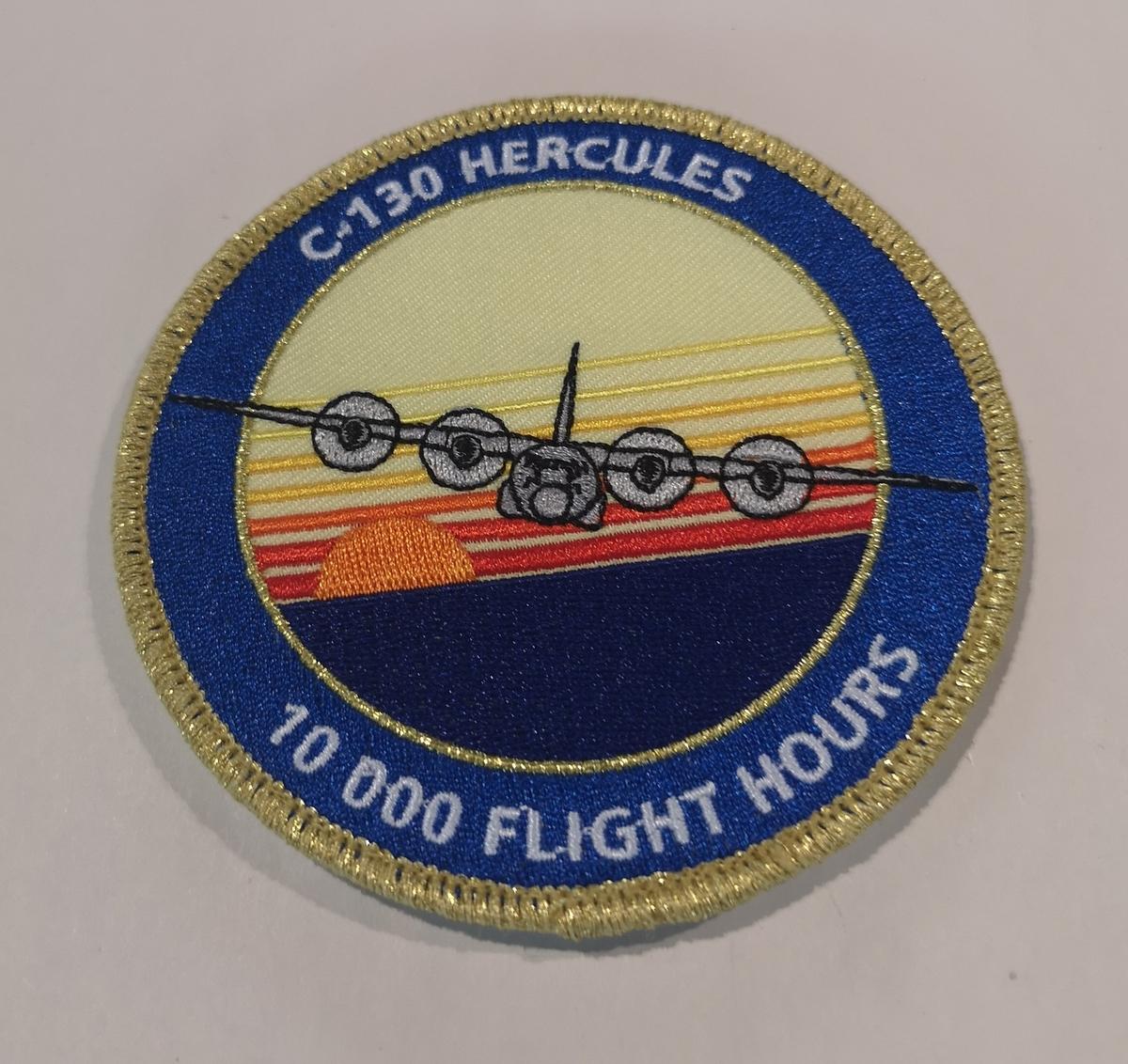 "Patch fra 335 skvadron  ""10 000 flight hours""."