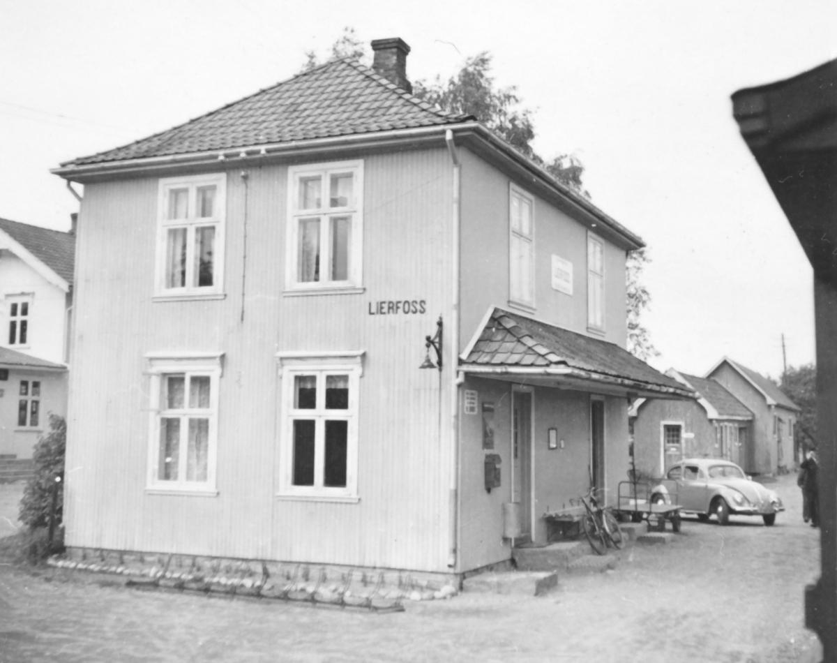 Lierfoss stasjon, sett fra et av de siste ordinære tog på Aurskog-Hølandbanen