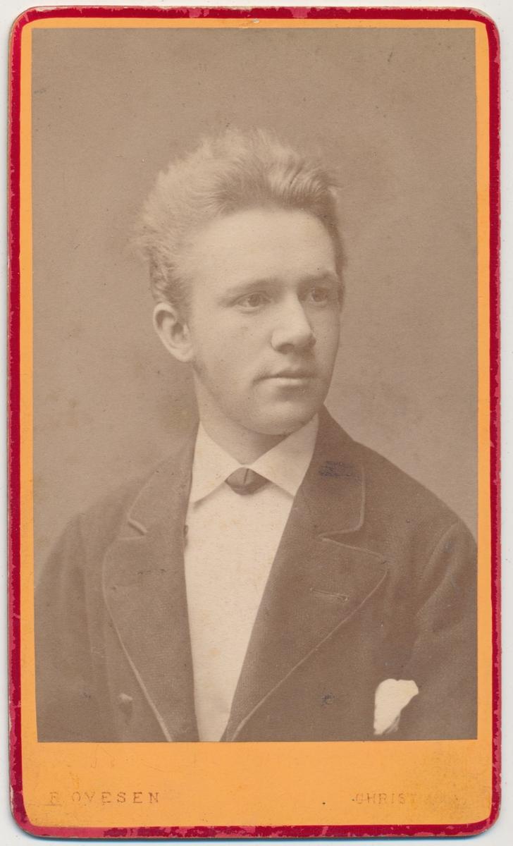 Skancke Portrett av ung mann, ukjent