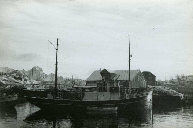 Fiskebåt ved kai