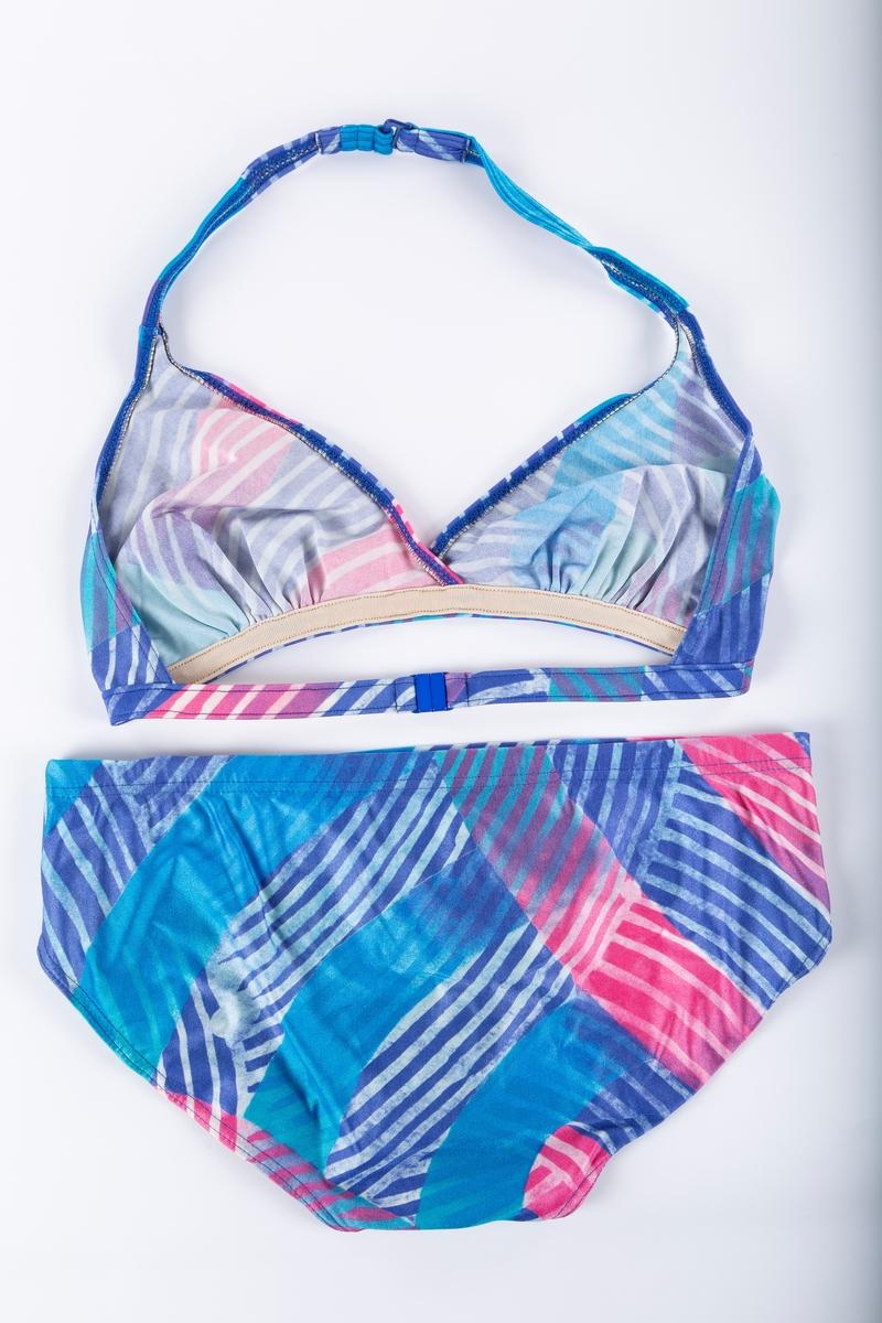 A: Bikinibukse B: Overdel. Brystholder. Smale stropper. Uten innlegg.