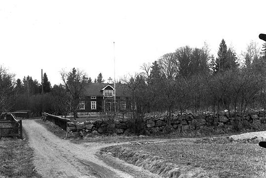 Klockaregården i Huddunge, från söder.