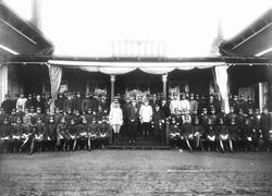 Gruppbild tagen vid H M Konung Gustav V besök i Skillingaryd
