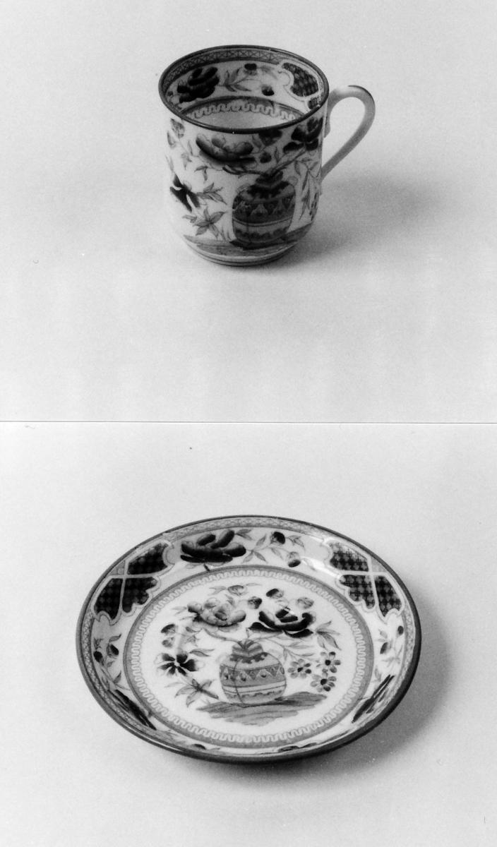 Dekor av vase m. blomster, bord