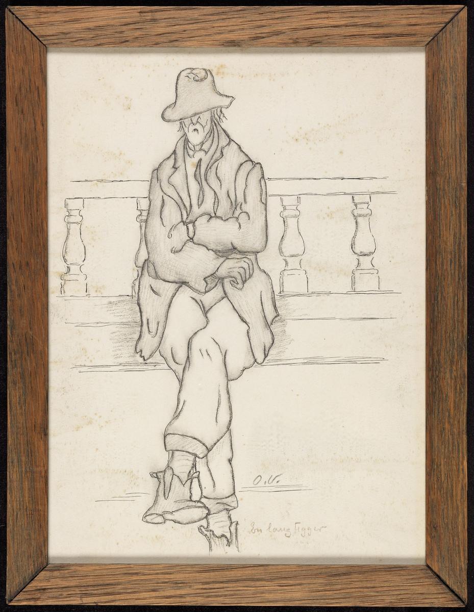 Mann, frontal, sittende, bena og armene over  kors, krøllet og fillet balustrade.