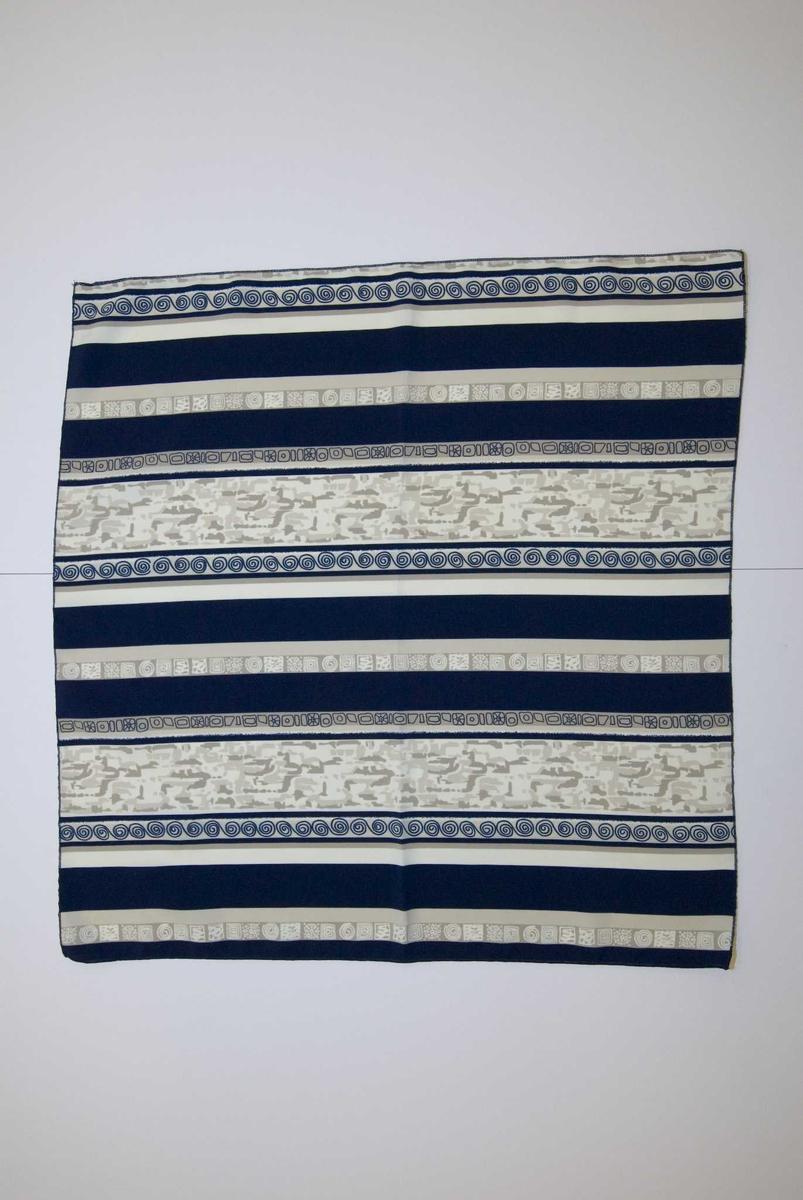 Blått og beige stripete med forskjellige mønster.