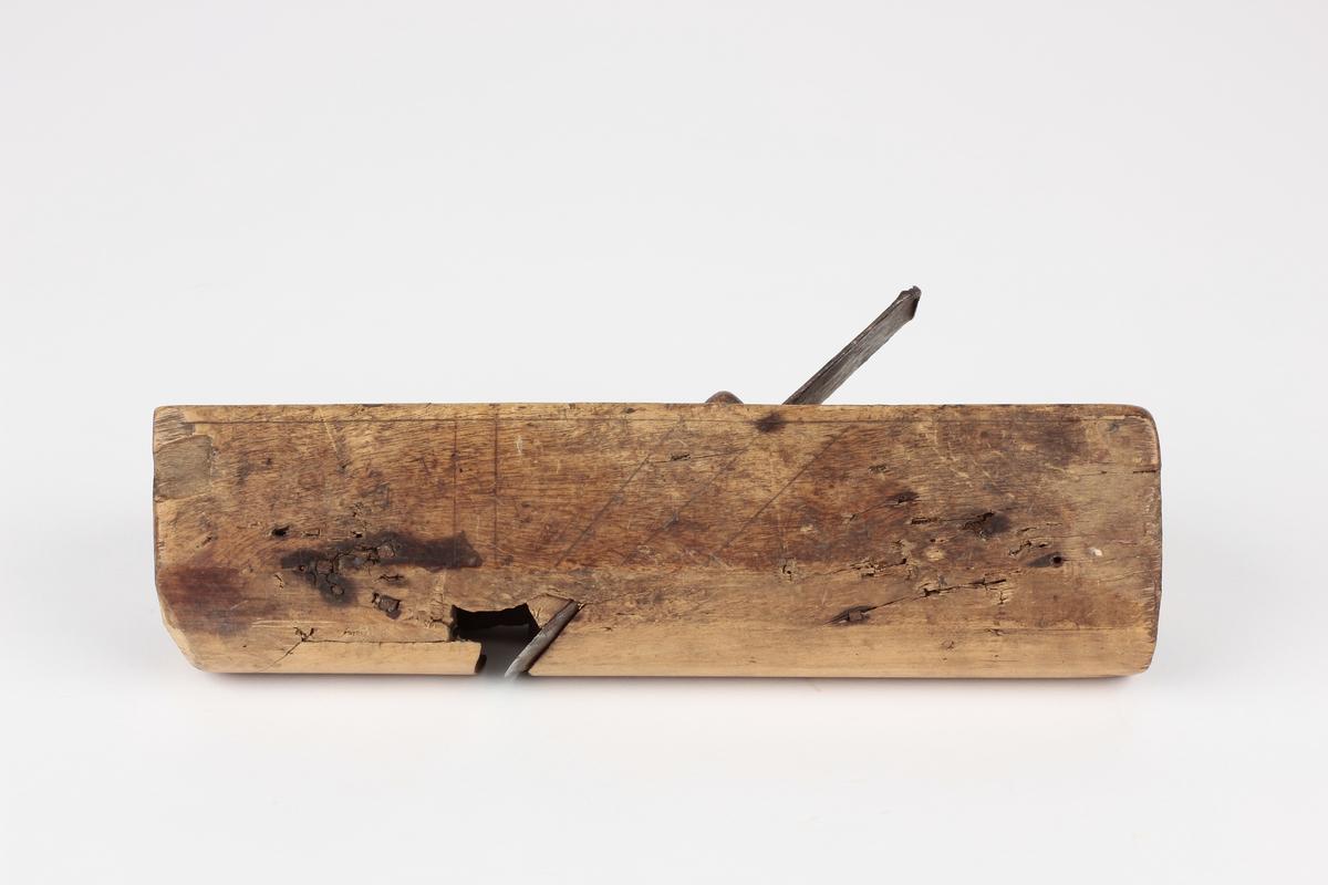 Form: Buet såle. Brukt i snekkerverksted.