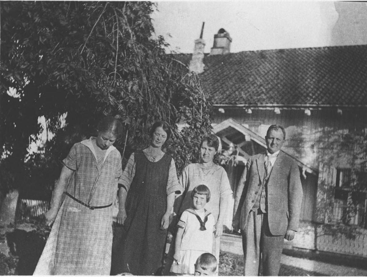 Prest Hansen Bauer med familie.