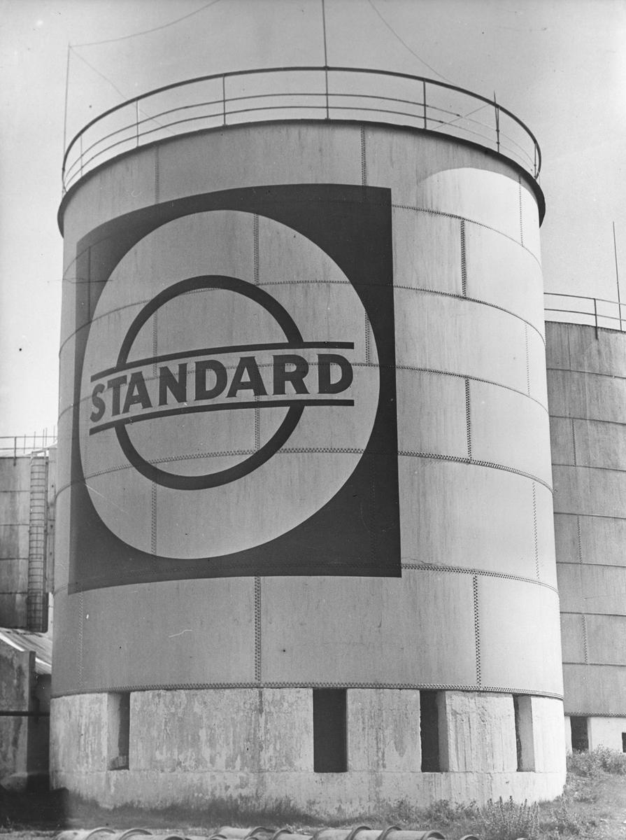 Oljetank med Standard Oils logo på Steilene.