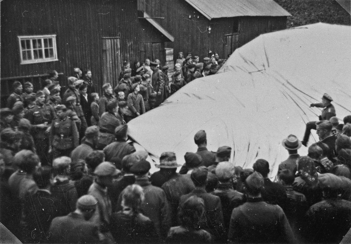 Engelsk sperreballong som kom inn over Sundet i september 1940 og ble tatt ned på Kirkeberggården. Ballongen hadde flere skott som gjorde det vanskelig å skyte den ned.