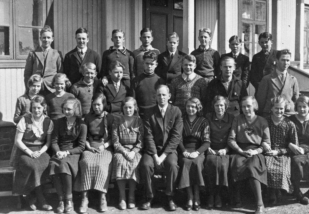 Skolebilde. Lærer Otto Norheim, på Råholt Framhaldsskole.