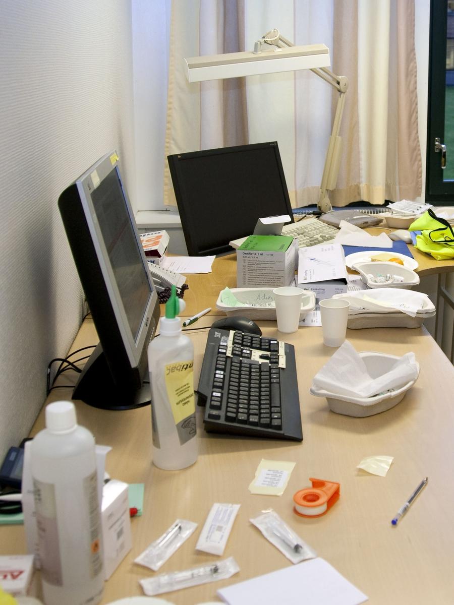 Svineinfluensa. Vaksinasjon mot svineinfluensa på Skedsmo Rådhus den 20.11.09. Vaksinasjonsområde. Fra et av vaksinasjonskontorene. Utstyr som brukes i forbindelse med vaksinasjonene.