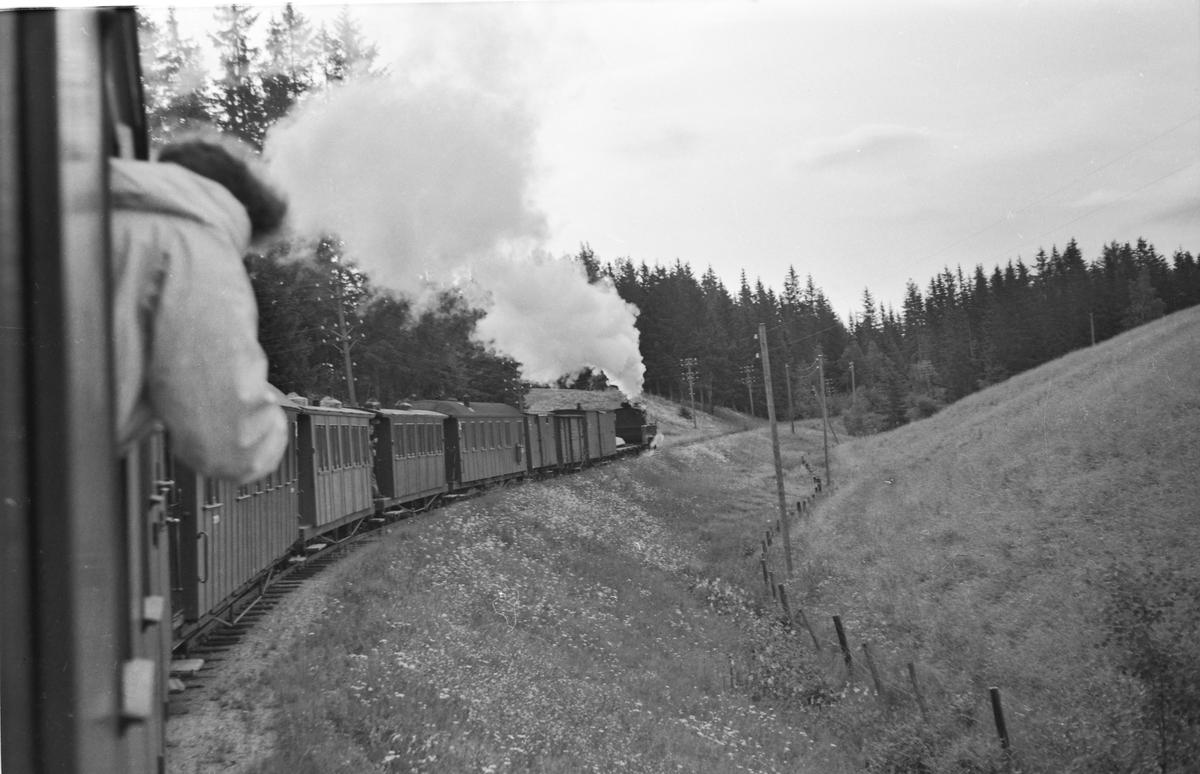 Tog retning Skulerud på vei opp Sætrabakken.
