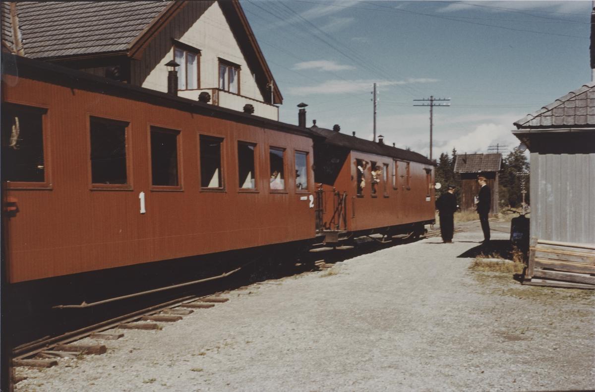 Tog til Sørumsand på Finstadbru stasjon.