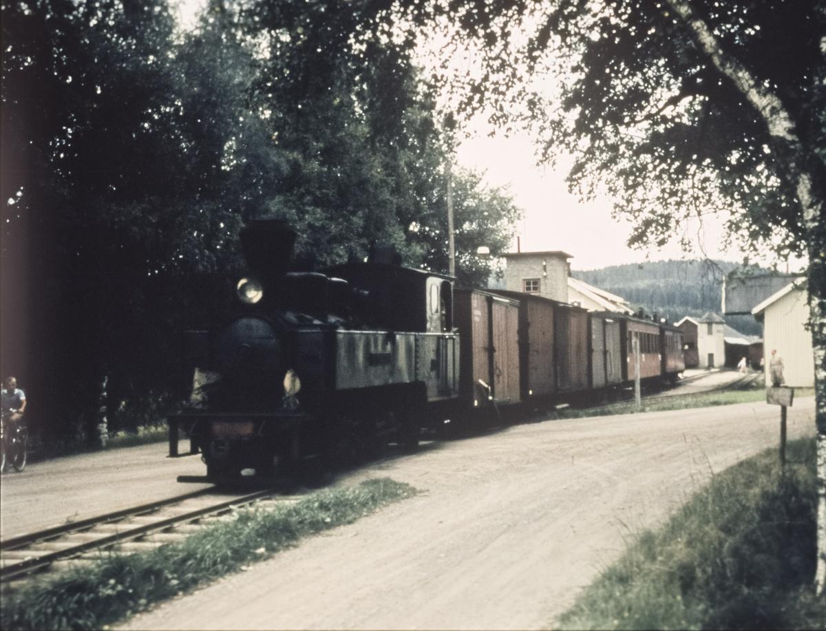 Tog 2058 til Sørumsand ved Bjørkelangen