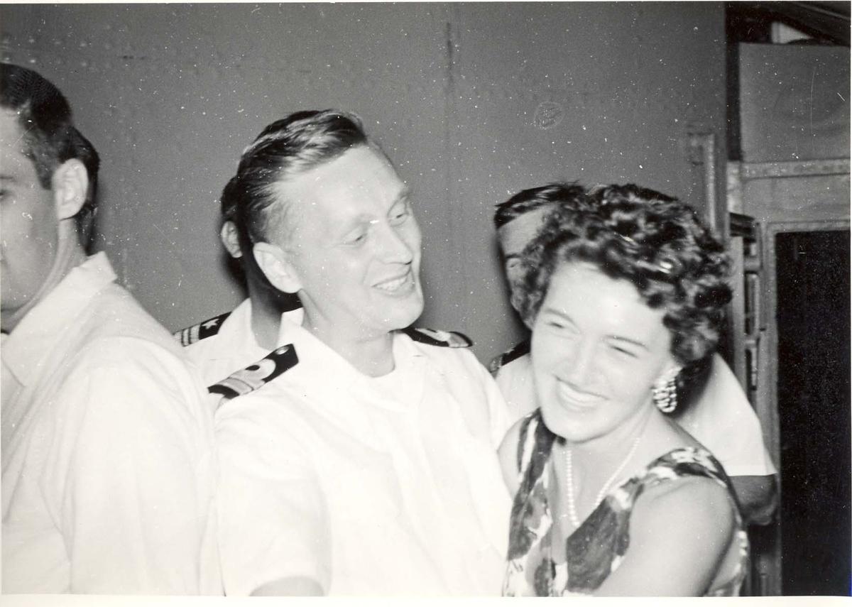 Enkeltbilde. C-kl jager, KNM Bergens tokt til Key West i 1962.det er lov å prøve seg.