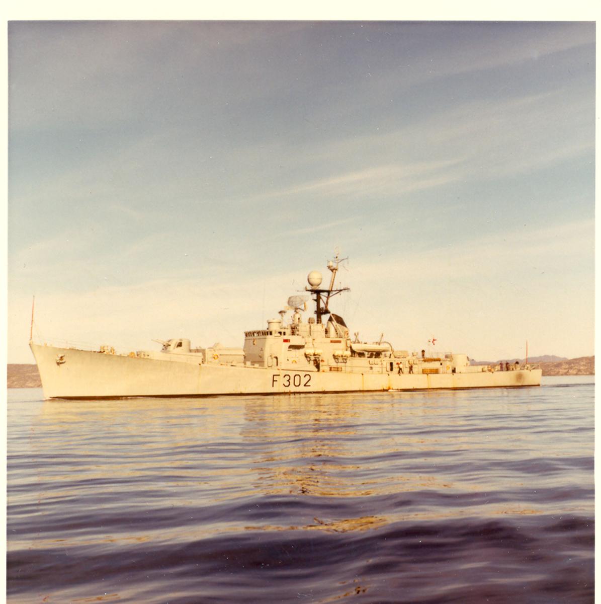 "Oslo-kl.fregatt KNM ""Trondheim"". Utenfor Kirkenes 18/08 1980."