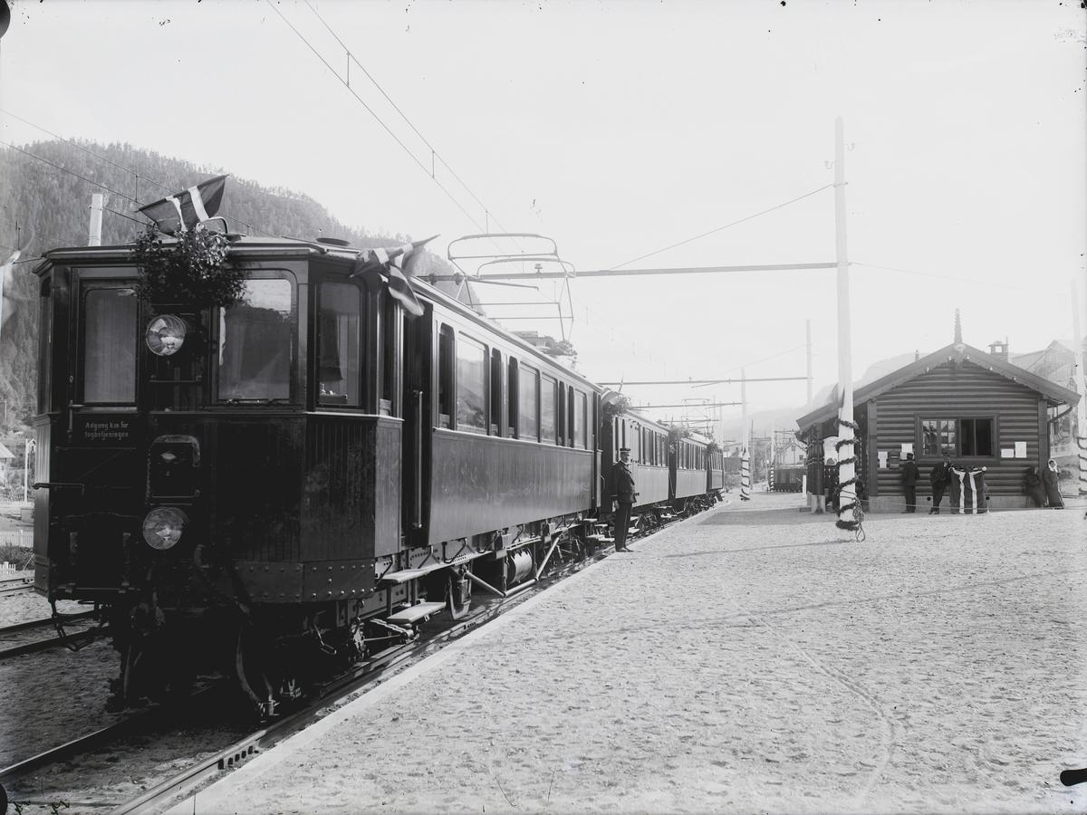 Åpningen av Løkkenbanen på Løkken stasjon.