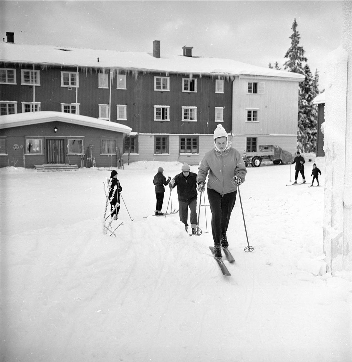Lillehammer, Oppland, 27.01.1962. Reportasje fra Lande hotell. Skiløpere.