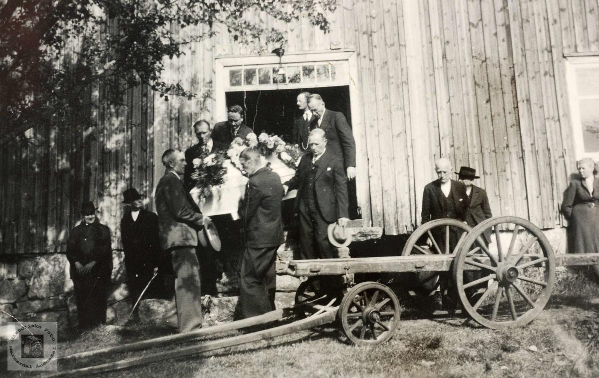 """Begravelse fra """"Voddan"""" på Grindheim."""