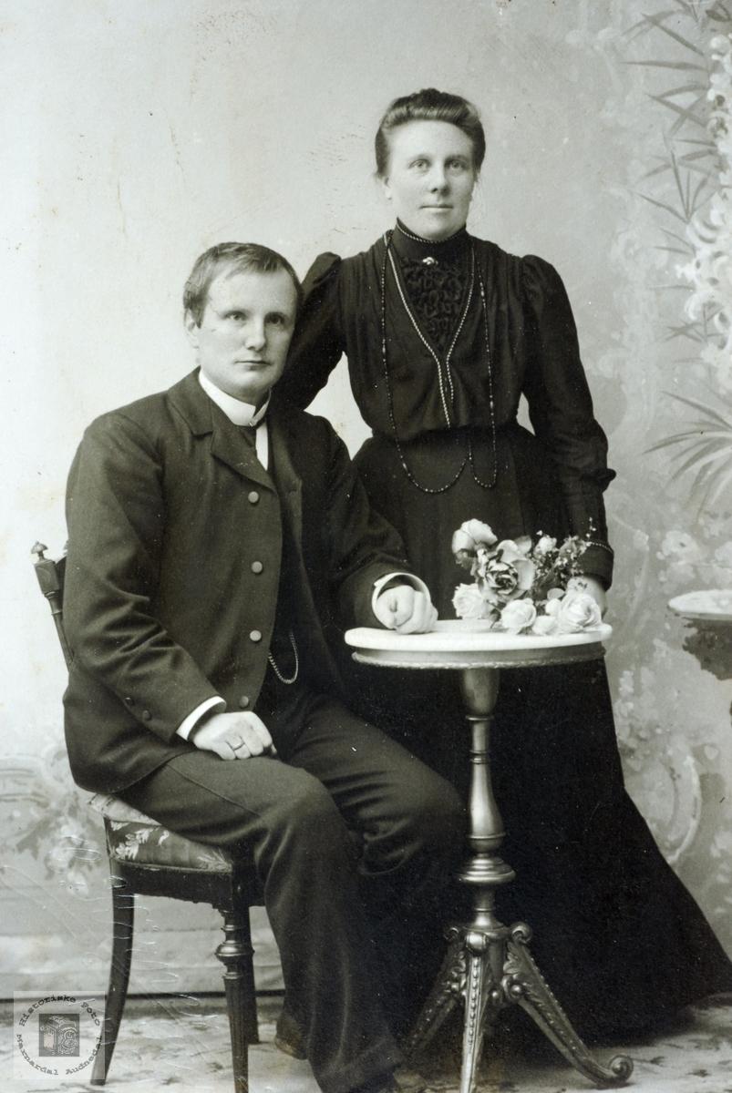 Portrett av ekteparet Ågedal. Grindheim Audnedal.