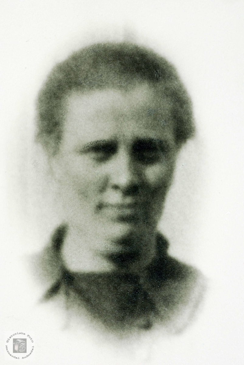 Portrett av Anna d.y. Seland f.1887. Grindheim Audnedal.