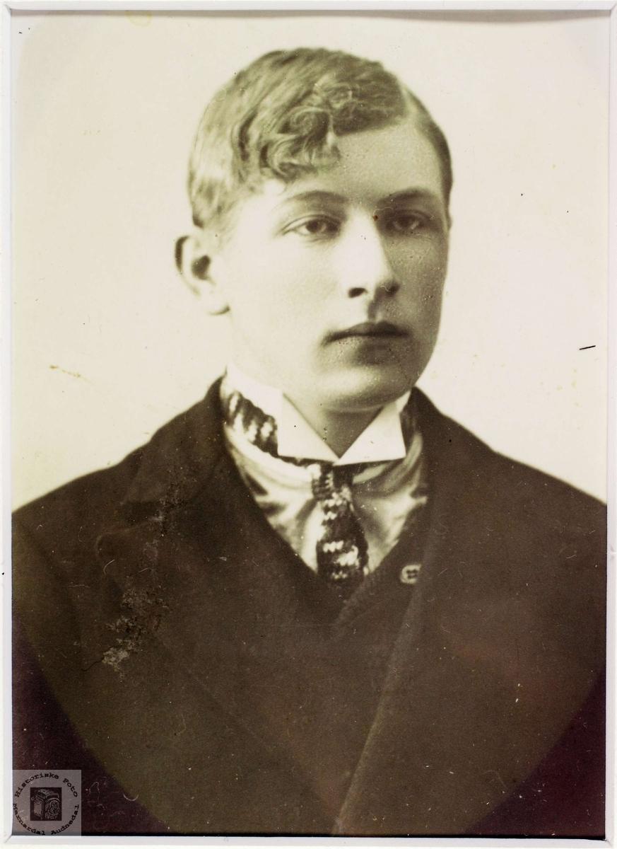 Portrett av Lars Røynesdal, Grindheim.