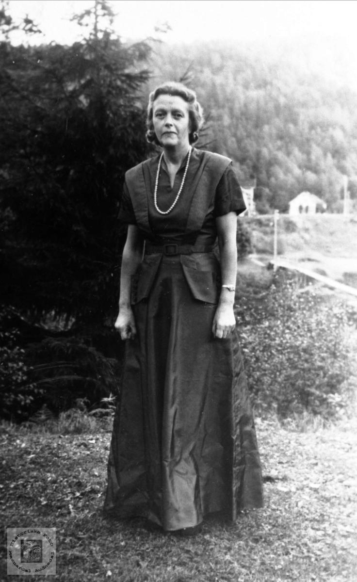 Portrett. Betzy Rosenvold, doktorgården Solheim, Laudal.