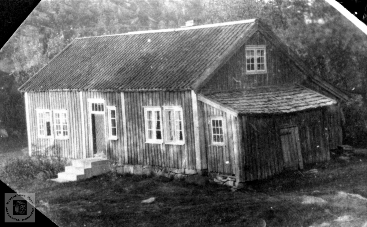 Hus på Langåkeren, Breland i Øyslebø.