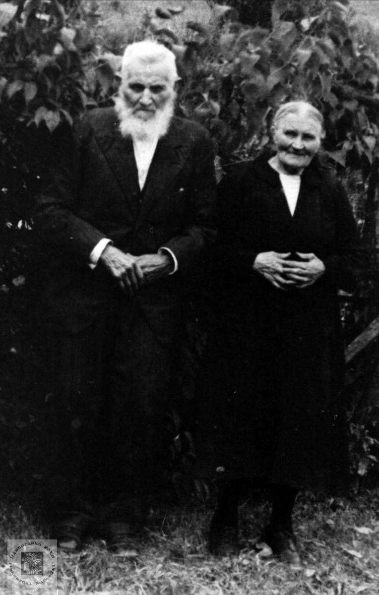 Søskenene Sven og Helga Ovedal, Sirdal.