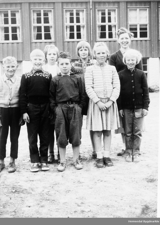 Fyrste rekke frå venstre: Engebret Langehaugen, Leif Ødegård, Margit Hulbak, Birgit Bekkevold Andrre rekke frå venstre: Bergfrid Sletten, Magnhild Løvehaug, lærar Jorunn Grøndalen.
