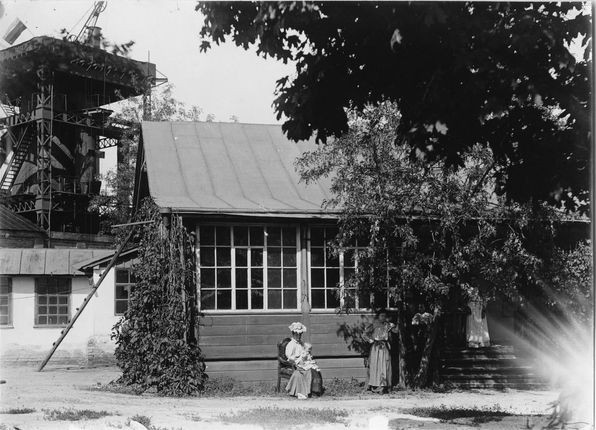 Krementschugs Järnverks AB. Ingenjörsbostaden. 1897-1902 förestod O. Larsson masugnsdriften och det nyanlagda gjuteriet, de två senare åren var han direktör för bruket.