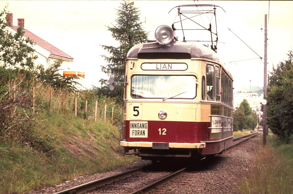 Strømmenvogn 12 på vei mot Lian, ved Munkvoll.