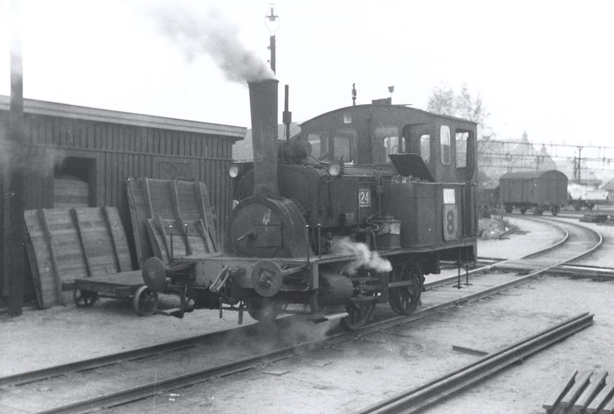 Skiftelokomotiv på Oslo Ø. Damplokomotiv type 7a nr. 24.