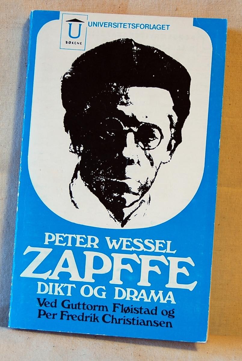 Filosofen Peter Wessel Zapffe og hans kone Berit testamenterte sin eiendom på Båstad i Asker til Universitetet i Oslo. Da det ble besluttet å selge eiendommen i 2009 ble deler av P.W. Zapffes arbeidsrom og andre eiendeler overlatt til Asker Museum. Denne samlingen inngår nå som en permanent utstilling på museet. 2 eks.